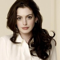 Anne Hathaway (Selina Kyle/Catwoman)