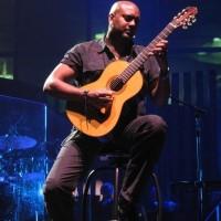 Tariqh Akoni
