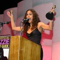 Catwoman Wins Razzies, Halle Berry Accepts it.